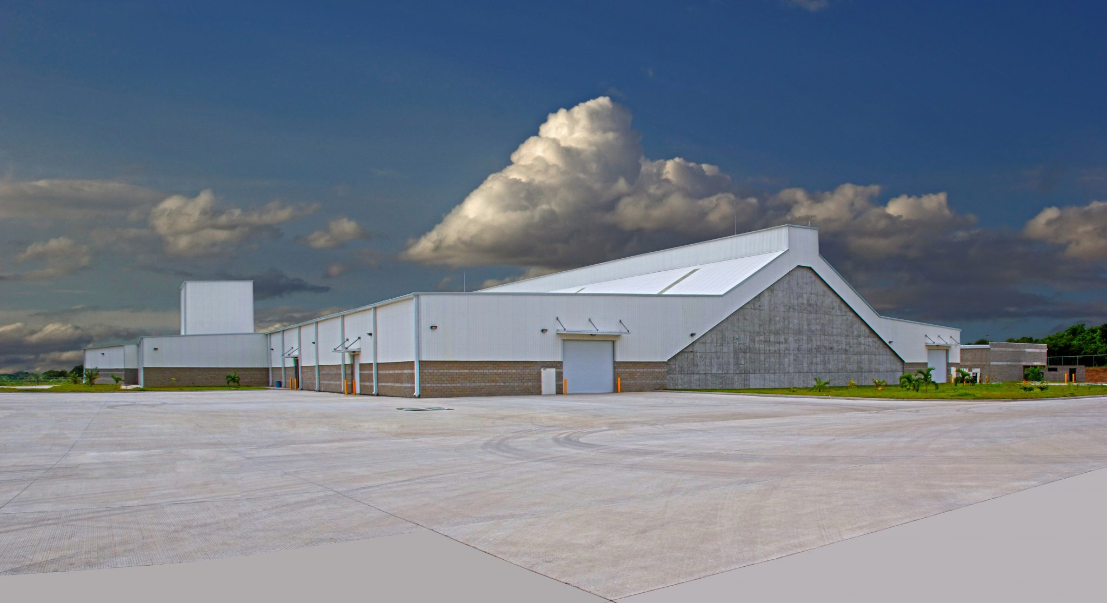 Omagro's mixed-batch facility and warehouse in Veracruz.