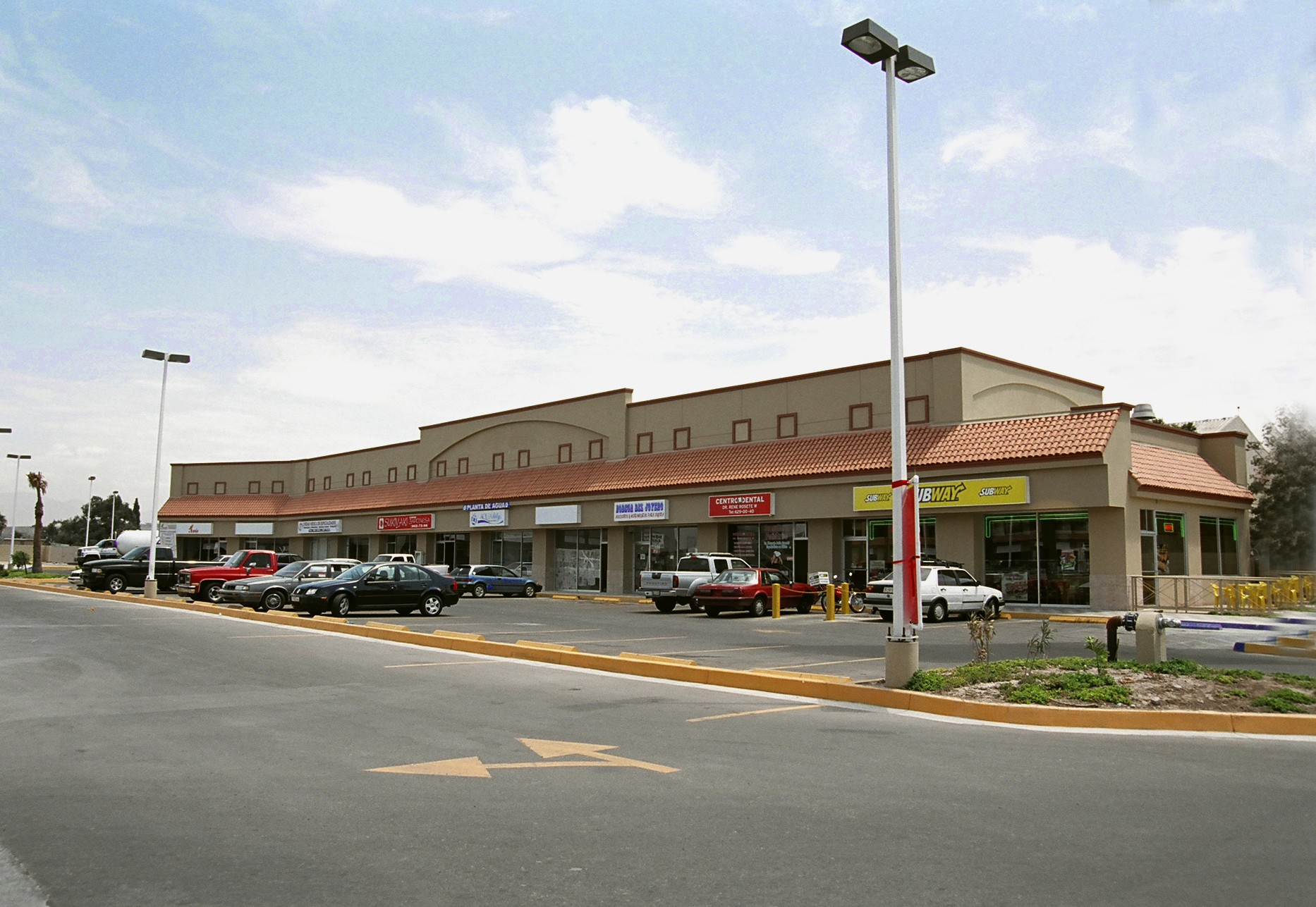 Front view of Benton Commercial Center in Tijuana