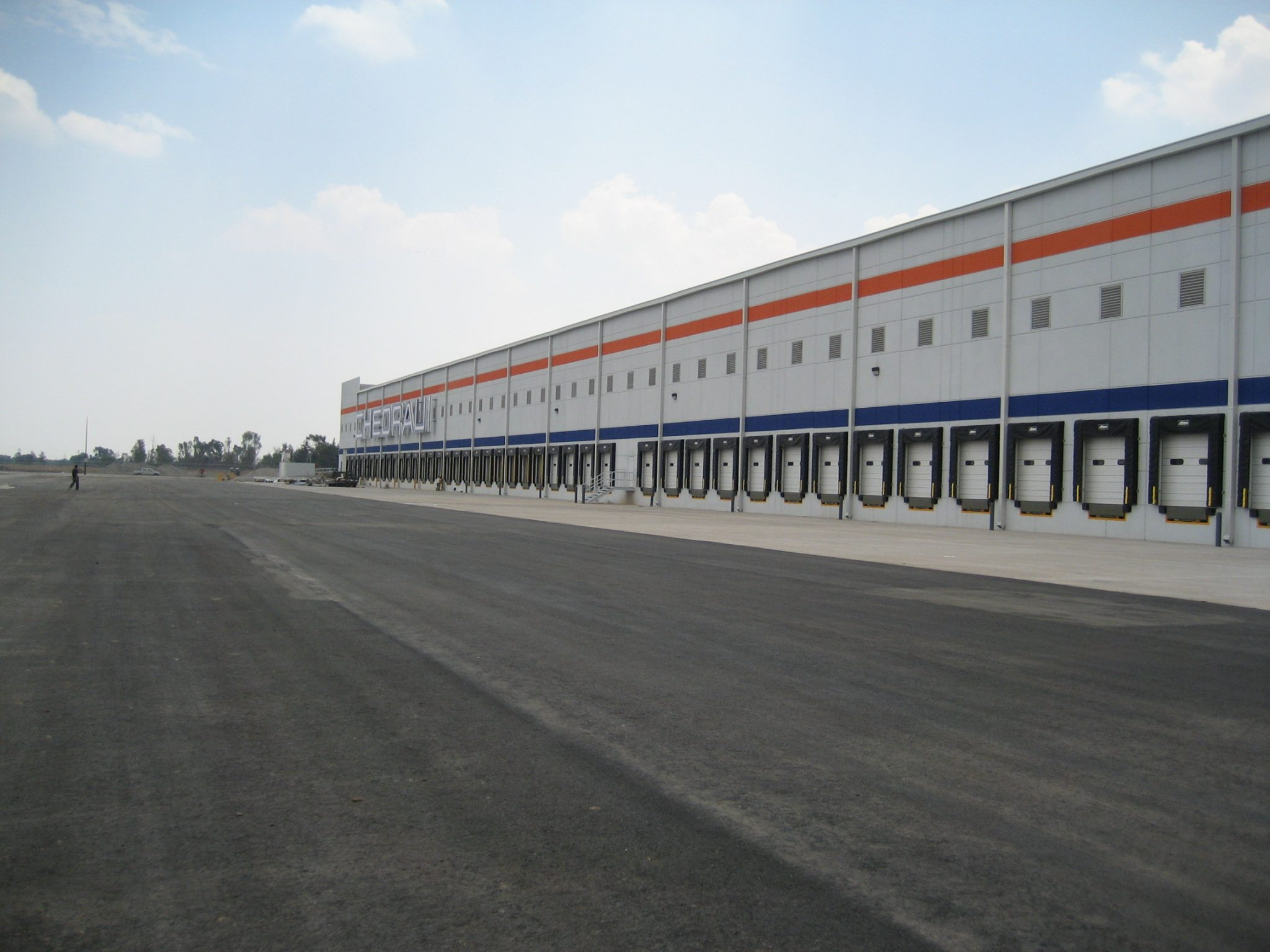 Eye level shot of Chedraui Distribution Center in Teoloyucan, Estado de Mexico
