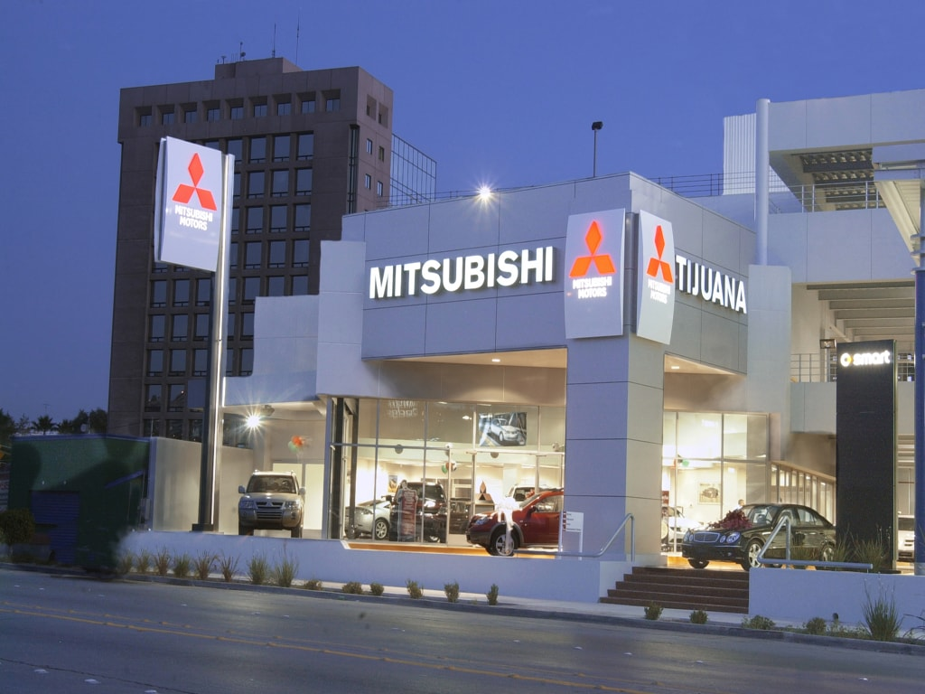 Mitsubishi showroom in Tijuana at night