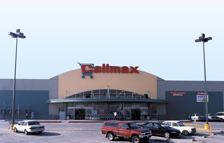 Front view of Calimax Supermarket in Tijuana , Baja California