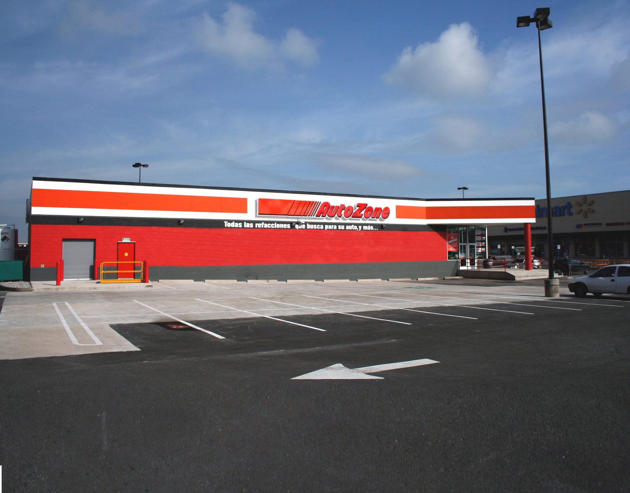 Outside view of Autozone retail store in Texcoco.